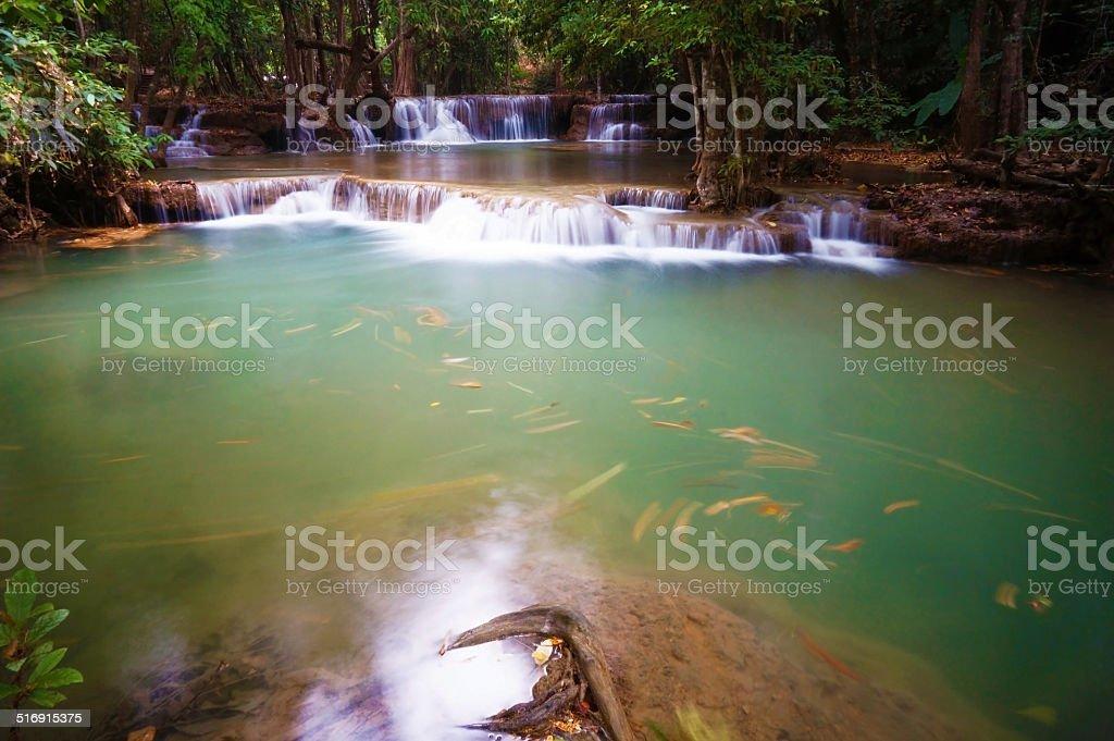 Huai Mae Khamin cascade.  Restaurants les plus prisés de Kanchanabu photo libre de droits