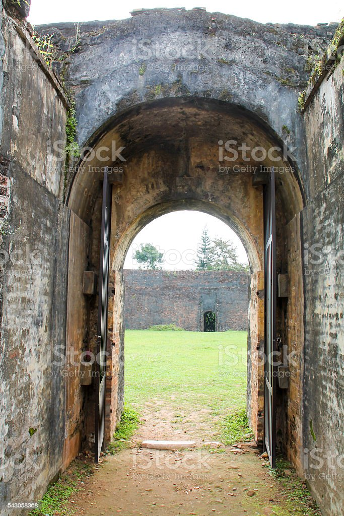 Huge old stone doors entry in Arena. photo libre de droits