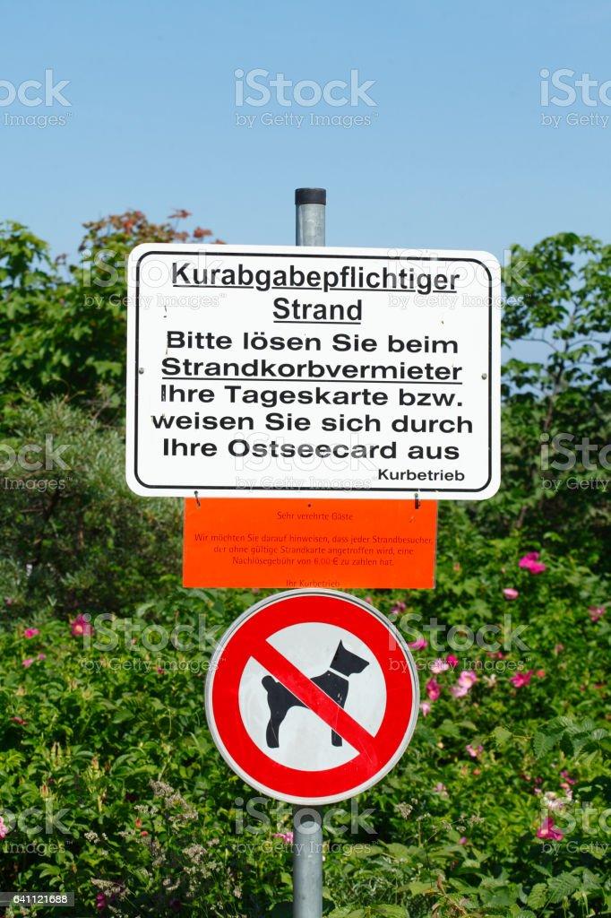 Hundeverbotsschild, Hundeverbotsschild, Schild Kurabgabepflichti stock photo
