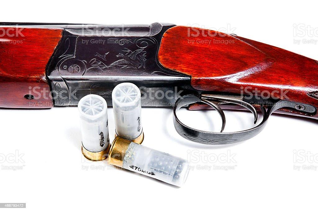 Caza y munición de escopeta sobre fondo blanco. foto de stock libre de derechos