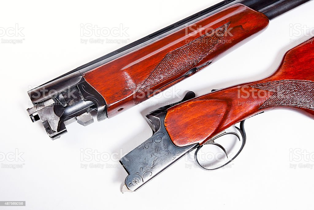 shotgun de caza sobre fondo blanco. foto de stock libre de derechos