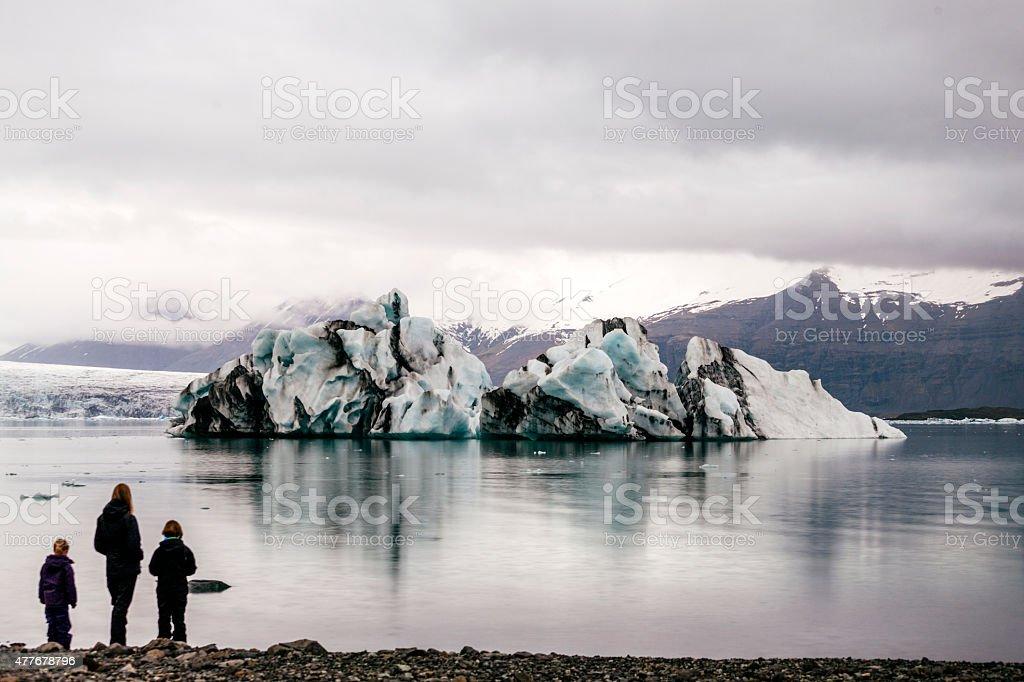 Iceberg, Jökulsárlón Lagoon, family stand on the shore, Iceland stock photo