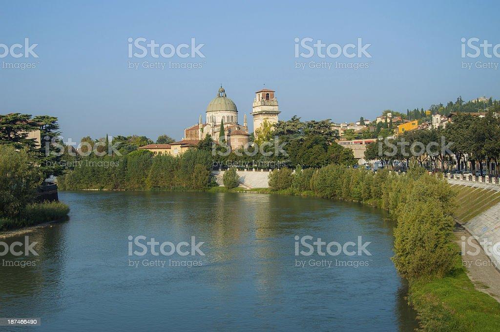 Il Fiume Adige che attraversa Verona stock photo