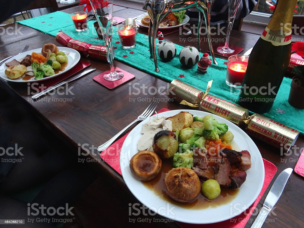 Dinner table with food - Celebration Event Christmas Christmas Cracker Dining Table Food