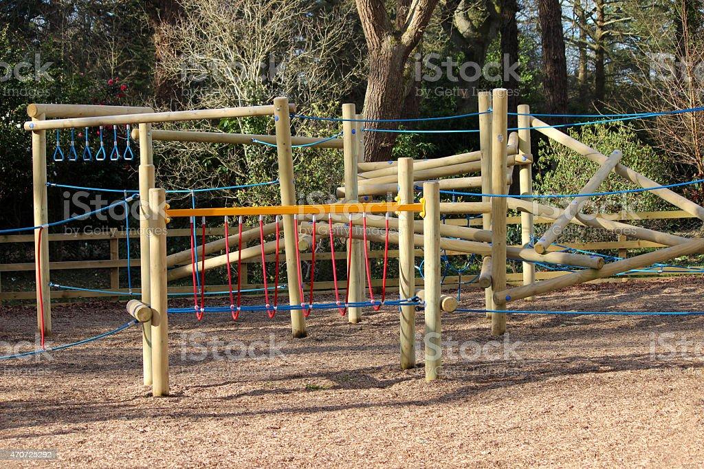 imagen de woodland patio de juegos para nios con equipo de escalada de madera foto de