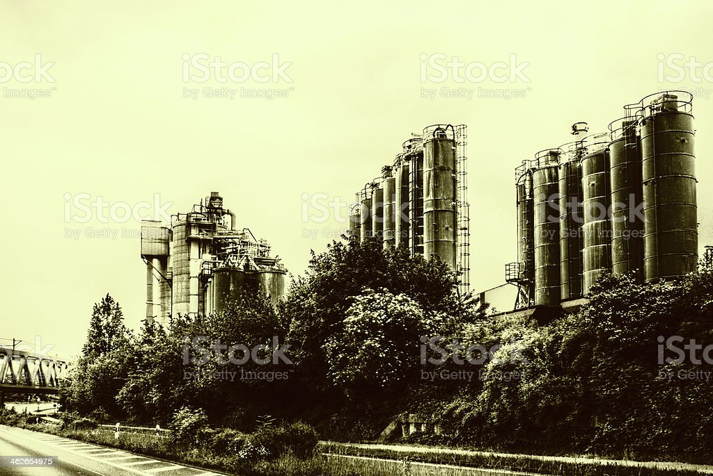 Industrial Complex preto e branco foto de stock royalty-free