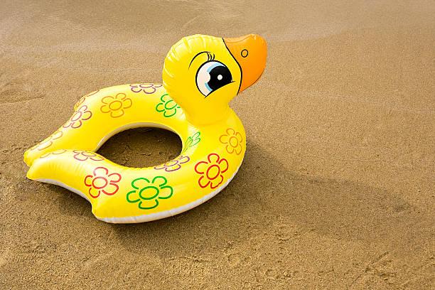 sortie sur le bassin d'arcachon.. ça flotte un motard? Inflatable-rubber-duck-picture-id153664255?k=6&m=153664255&s=612x612&w=0&h=feDqCKcIHw4ijBXCaJkS5rckRdajTXLLxGPQ5O2Ak4M=