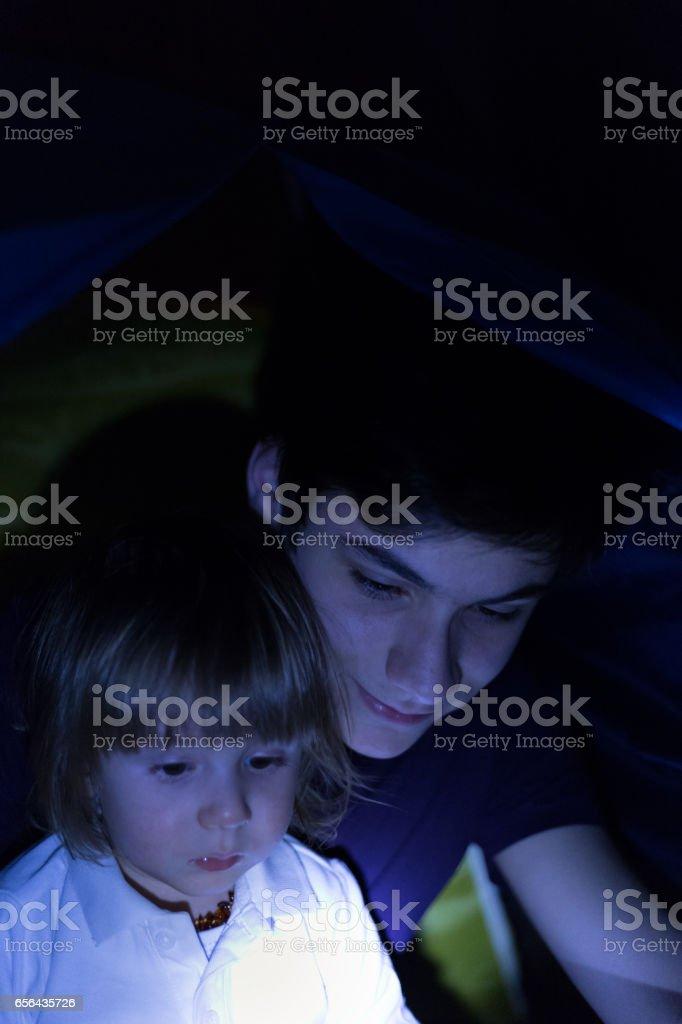 Interaktive Schlafenszeit Spaß stock photo