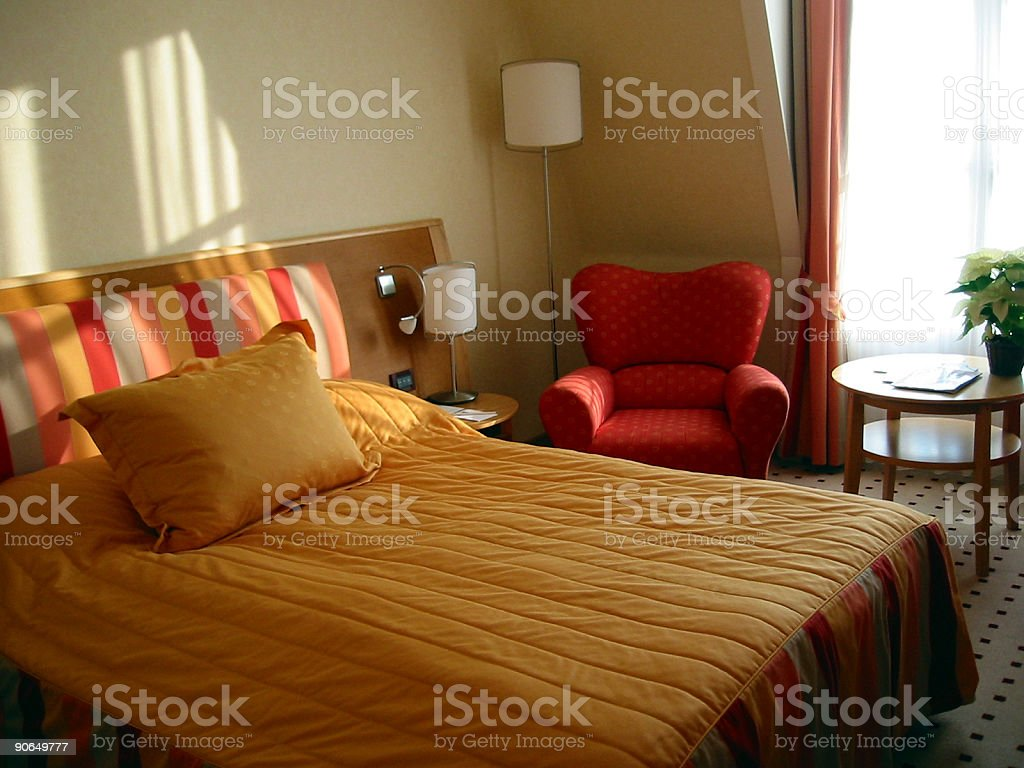 Interieur: Luxurious hotel room with king sized bed royalty-free stock photo