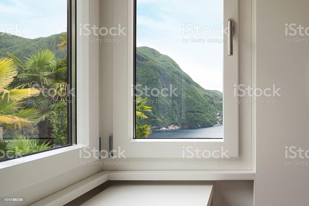 Innenraumfenster  Innenraum Fenster Mit Blick Auf Die Stockfoto 474196236 | iStock