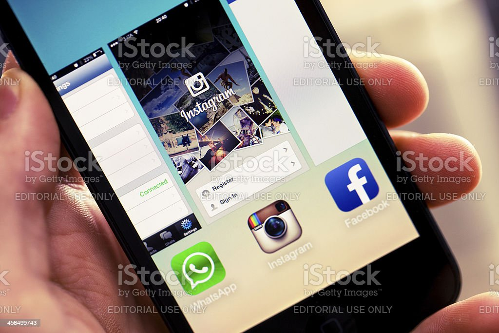 Iphone 5 with IOS7: Active Applications royalty-free stock photo
