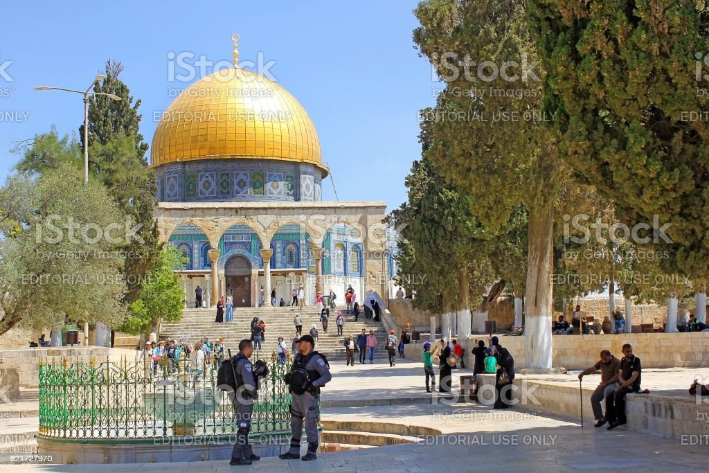 israeli police and muslims at the entrance in Dome of the Rock, Jerusalem stock photo
