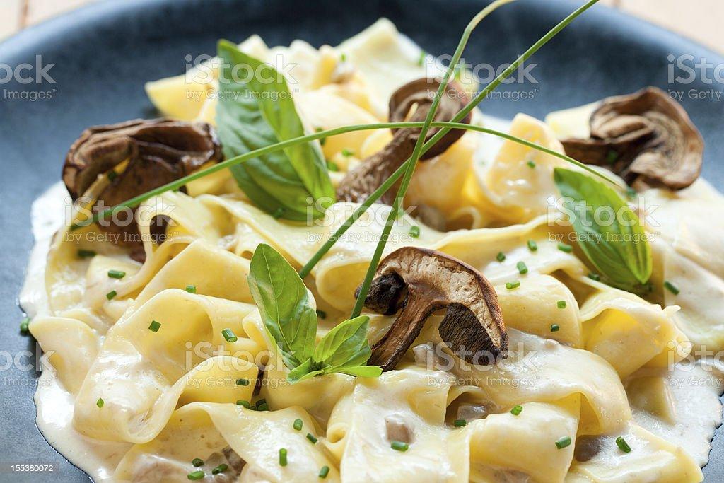 taggliatelle italien avec funghi cèpes. photo libre de droits