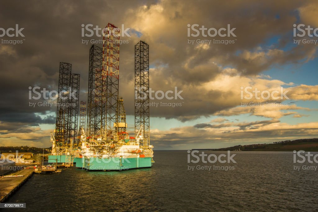 Jack up rig in Dundee harbor stock photo