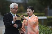 Japanese couple shooting at Sanmon area of Tofuku temple