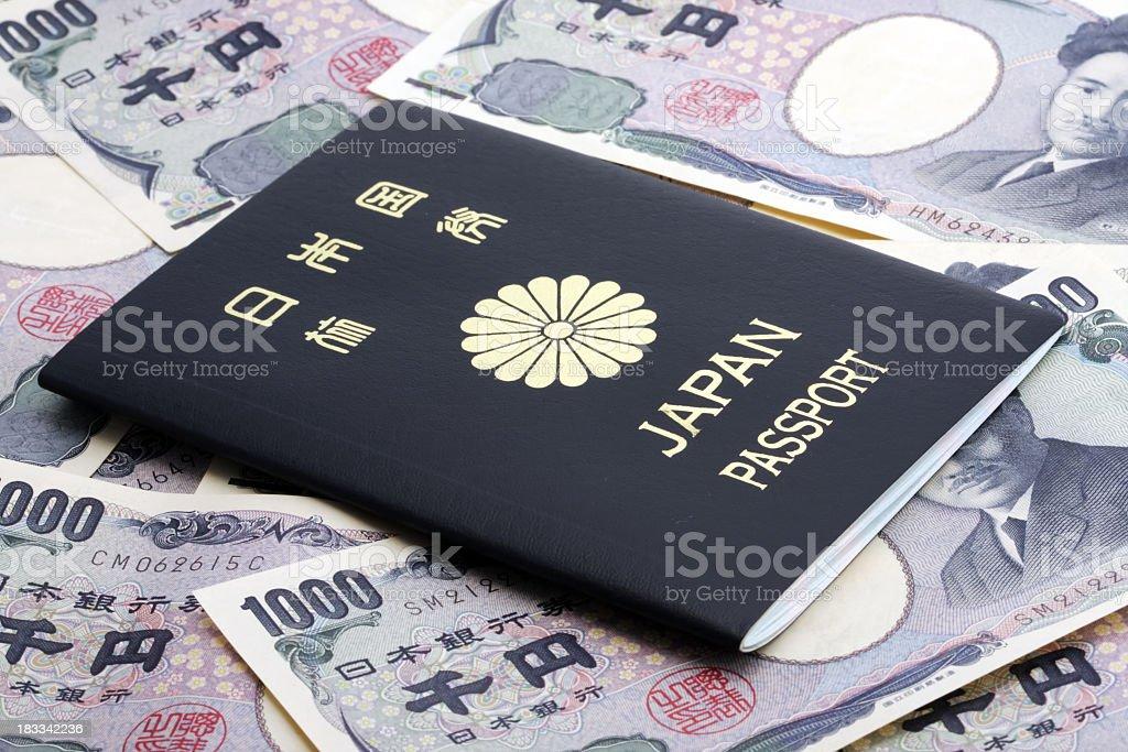 Japanische passport auf Währung Lizenzfreies stock-foto