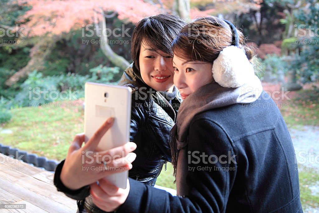 Japanese women taking selfie at balcony floor, Tofuku-ji Temple, Kyoto stock photo