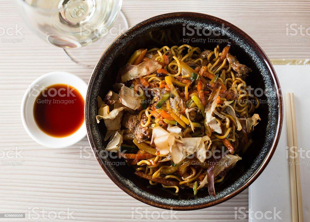 japanise noodlar yakisoba stock photo