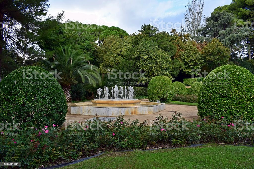 jardines fuentes vegetacin foto de stock libre de derechos