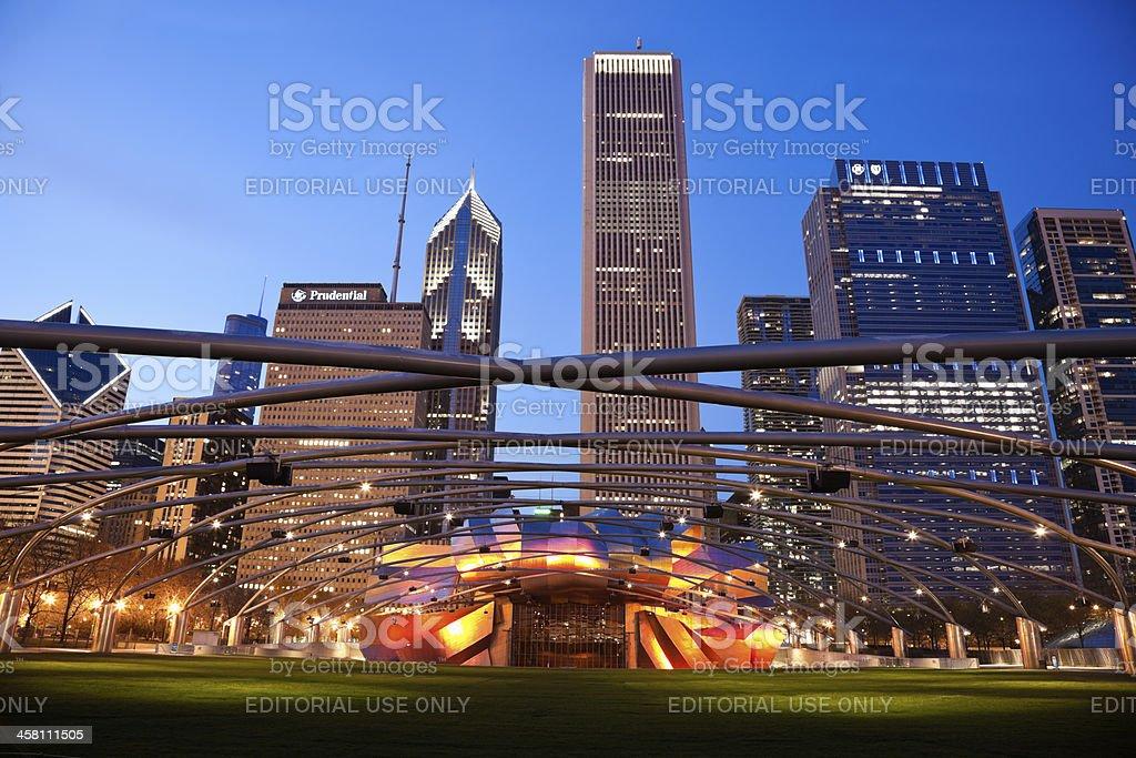 Jay Pritzker Pavilion in Millenium Park and Randolph Avenue Buildings stock photo