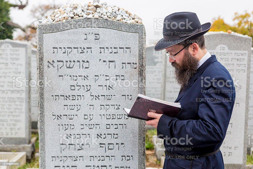 Jewish man prays at graveside of Rebbetzin Chaya Mushka stock photo