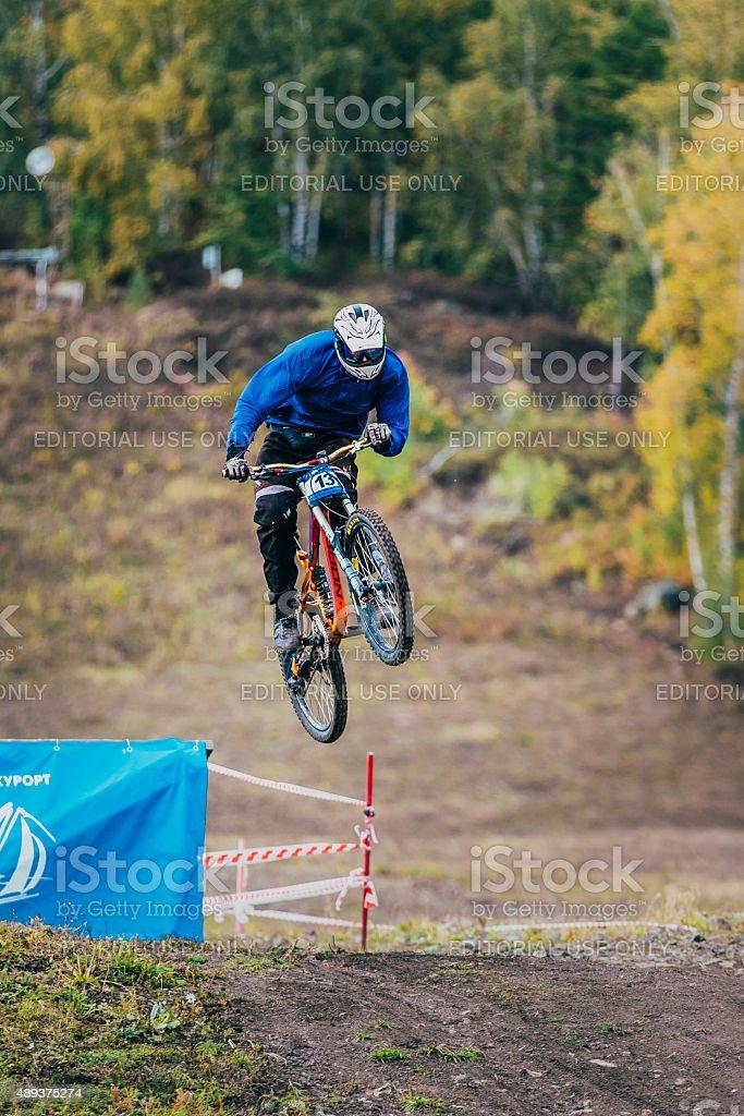 점프 스키복 레이서 따라 산악 자전거 royalty-free 스톡 사진