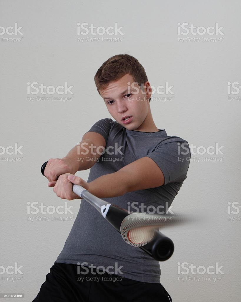 Junge spielt Baseball stock photo