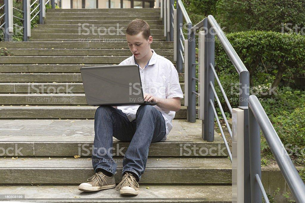 Junger Mann Laptop 1 royalty-free stock photo