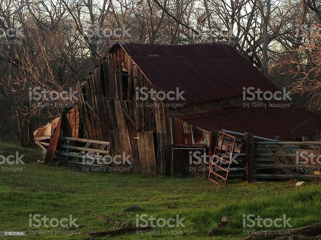 Sólo un viejo país Barn en el norte de Texas foto de stock libre de derechos