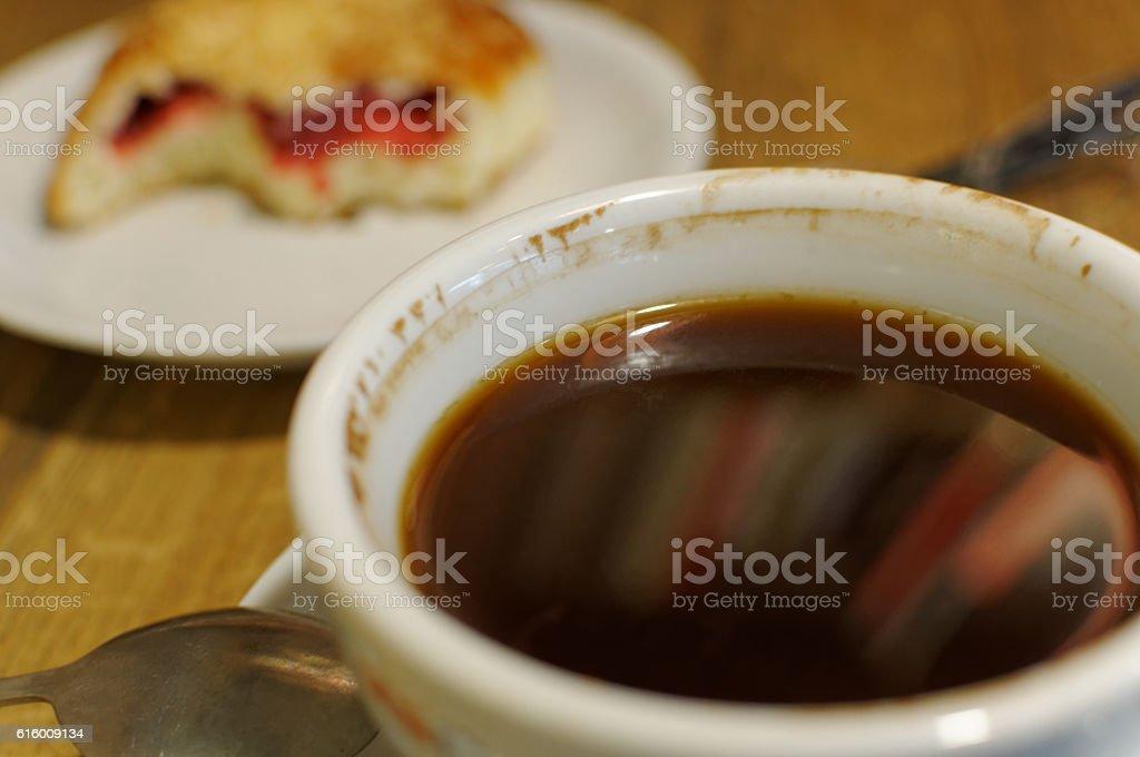 Kawa i drożdżówka stock photo