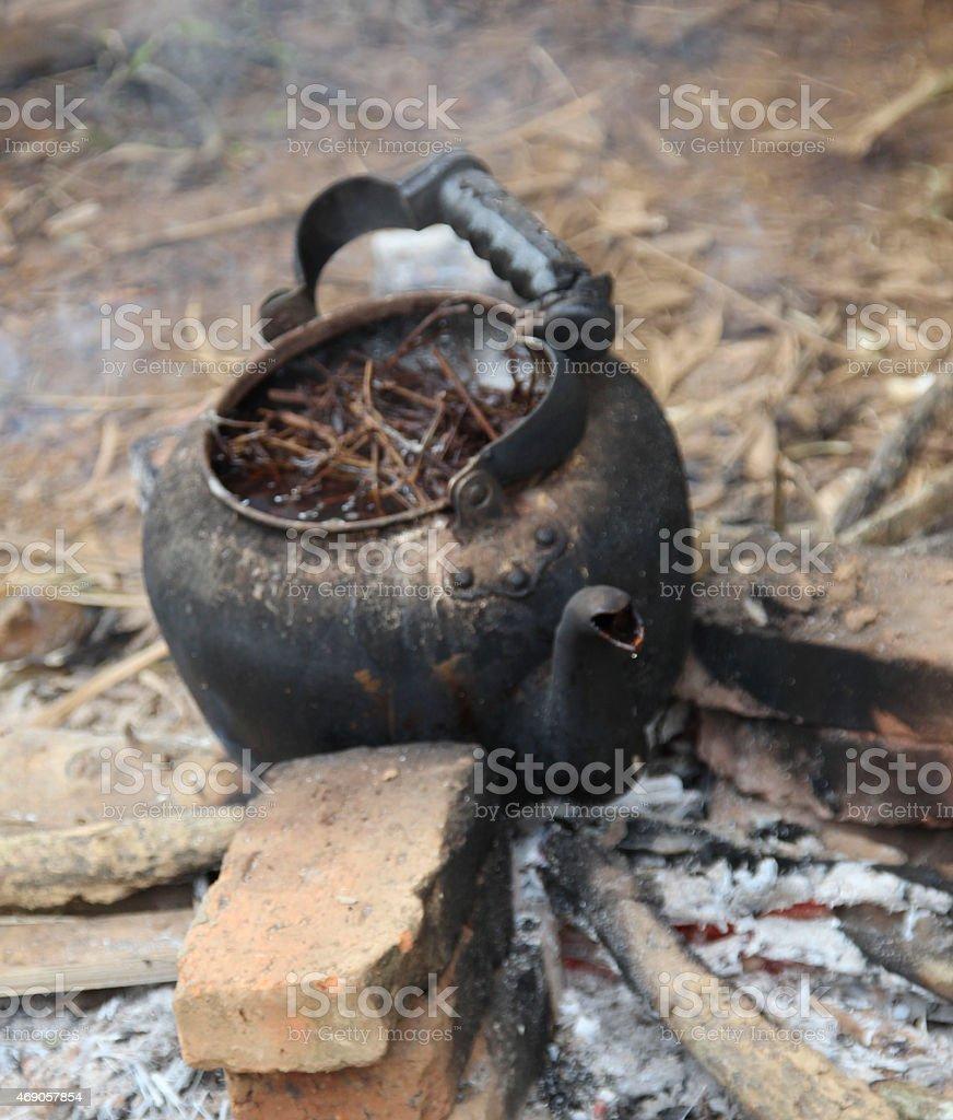 Tetera en Campsite foto de stock libre de derechos
