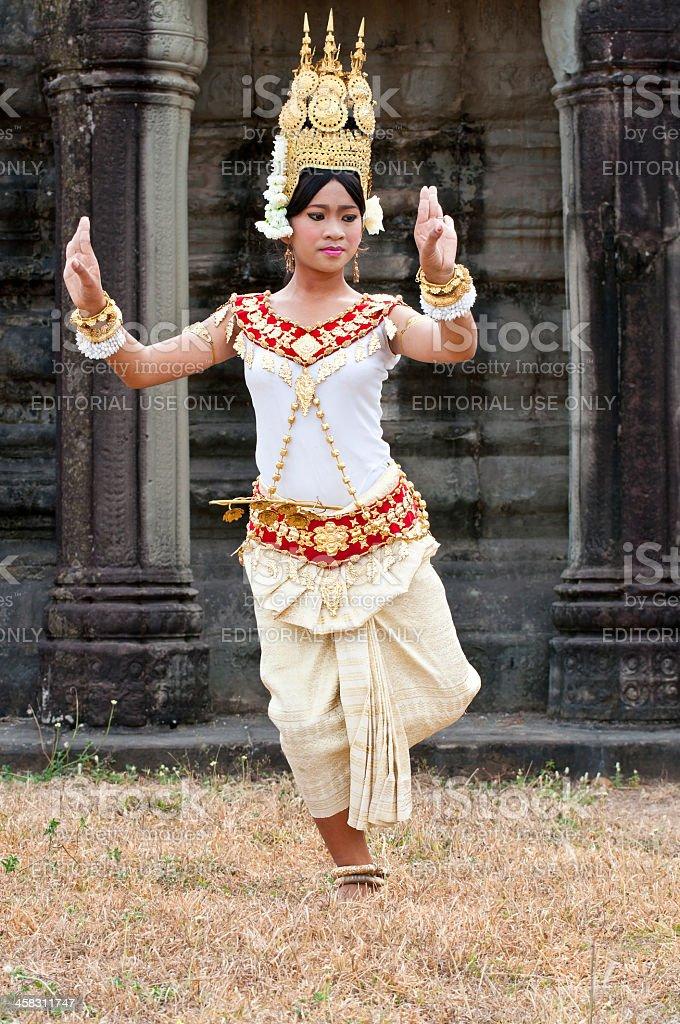 Khmer klasyczny Tancerz wykonywania tradycyjnych w pełni Kostium zbiór zdjęć royalty-free