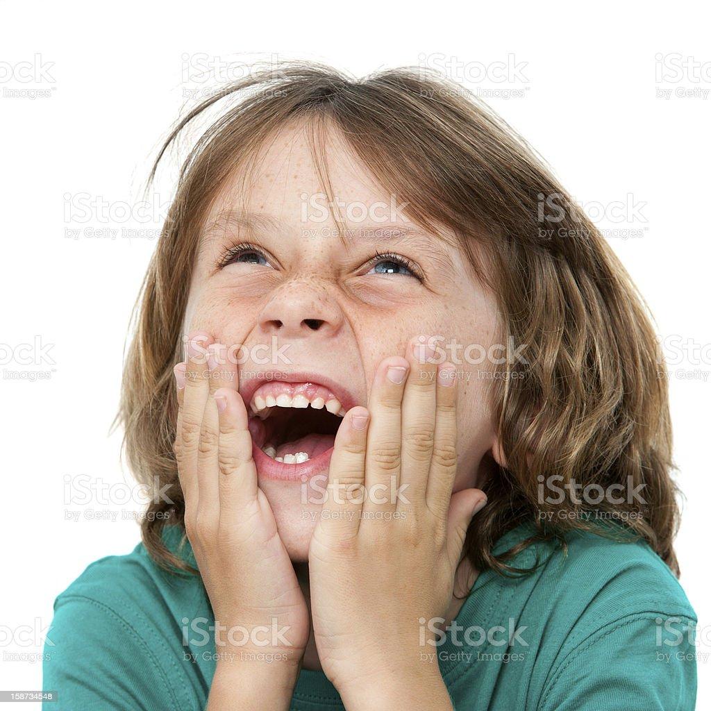 Enfant heureux avec les mains sur le visage. photo libre de droits