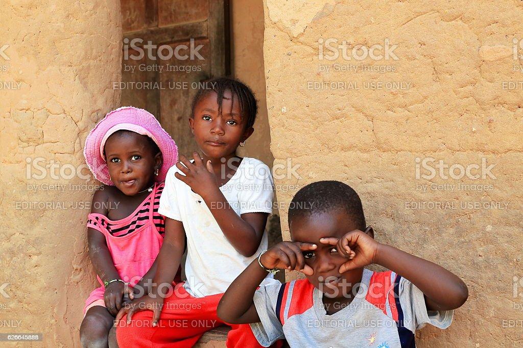 Kids in maman Martine Diedhiou.s case a etages. Mlomp-Oussuye-Senegal. 2302 stock photo