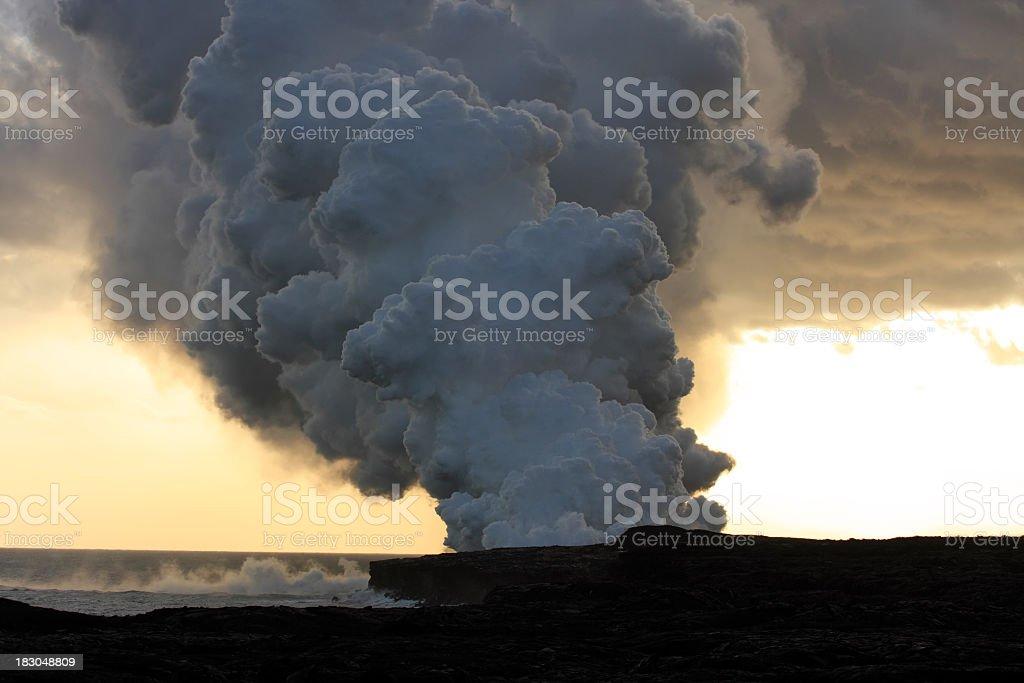 Kilauea-Vulkan bei Sonnenuntergang Lizenzfreies stock-foto