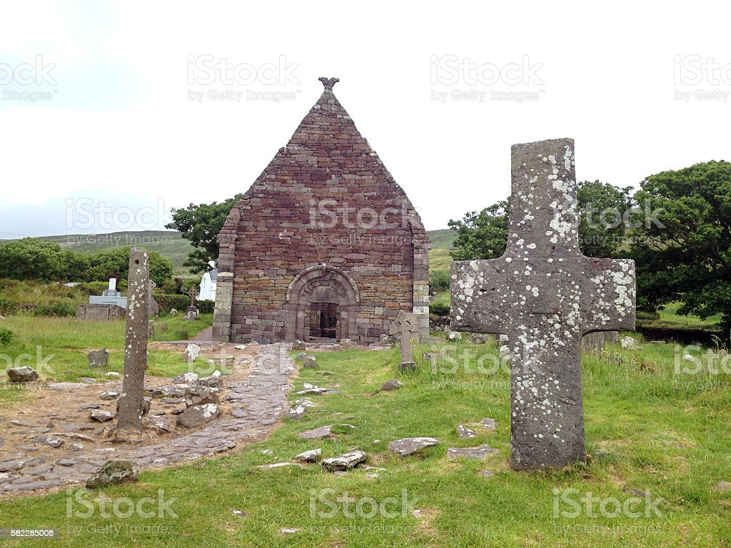 Kilmalkedar Church and celtic cross near Dingle, Co. Kerry, Ireland stock photo