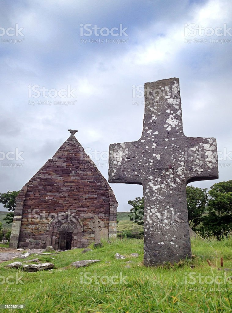 Kilmalkedar Church and Celtic cross near Dingle, Co. Kerry, Ireland stock photo