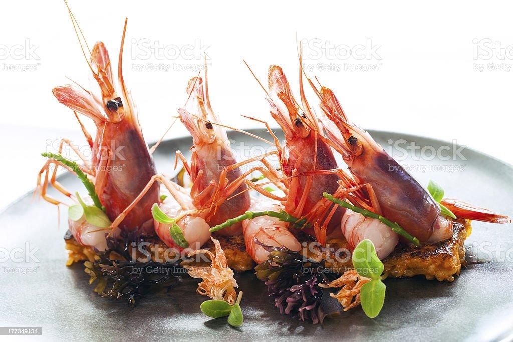 Grosses crevettes avec des fruits de mer de riz. photo libre de droits