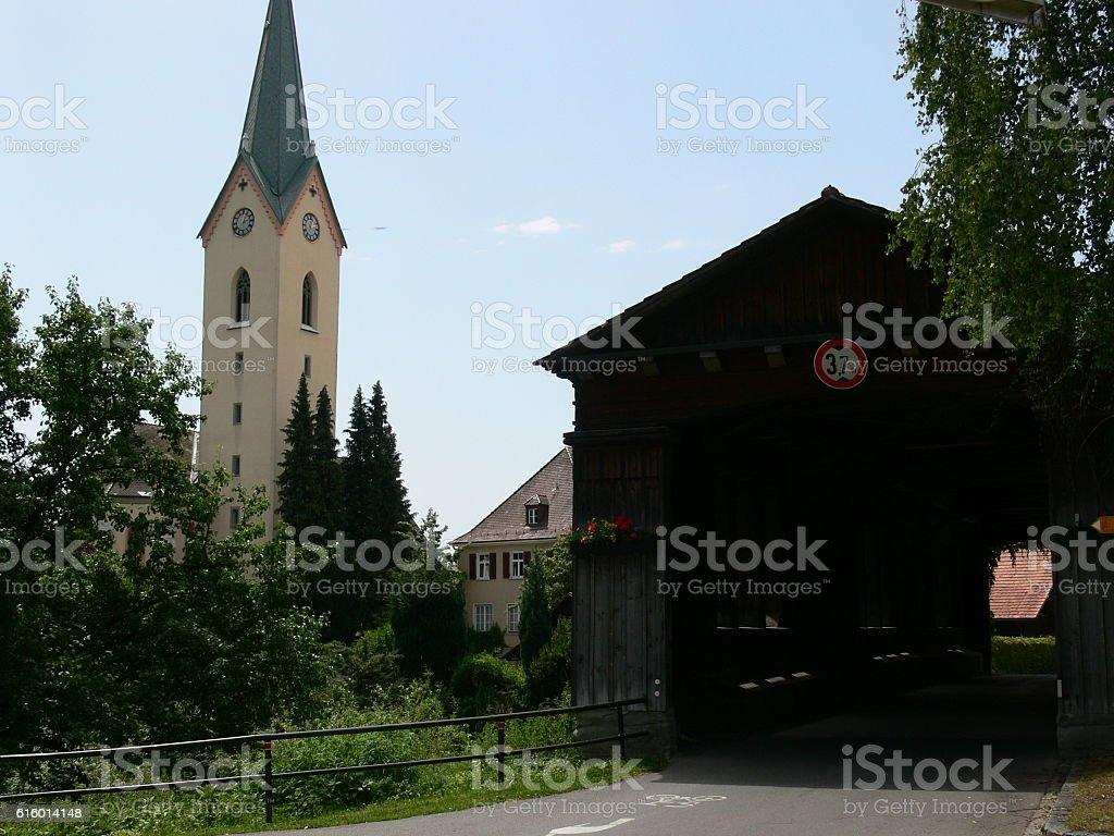 Kirche und Holzbrücke stock photo