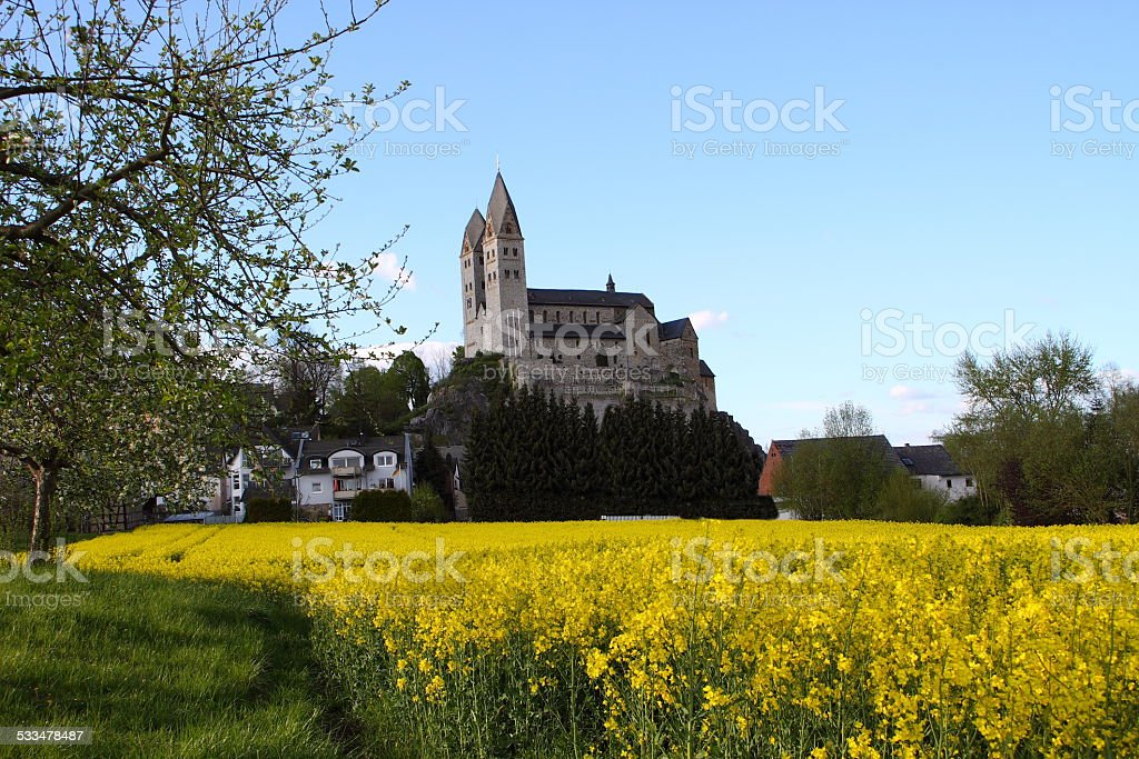 Kirche und Rapsfeld stock photo