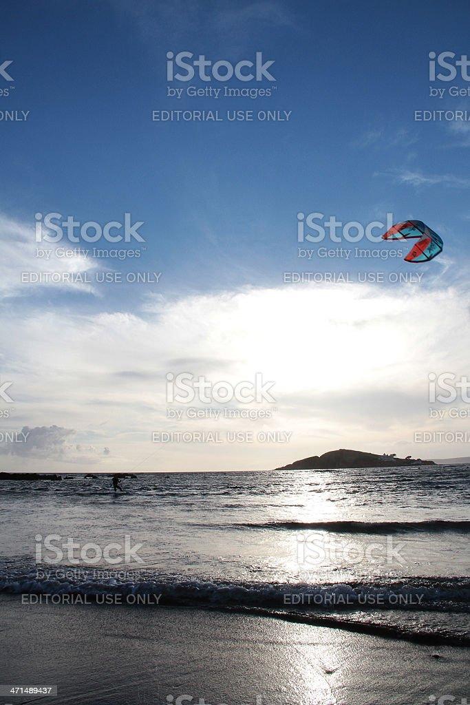 Kite Surfer al tramonto, Devon foto stock royalty-free