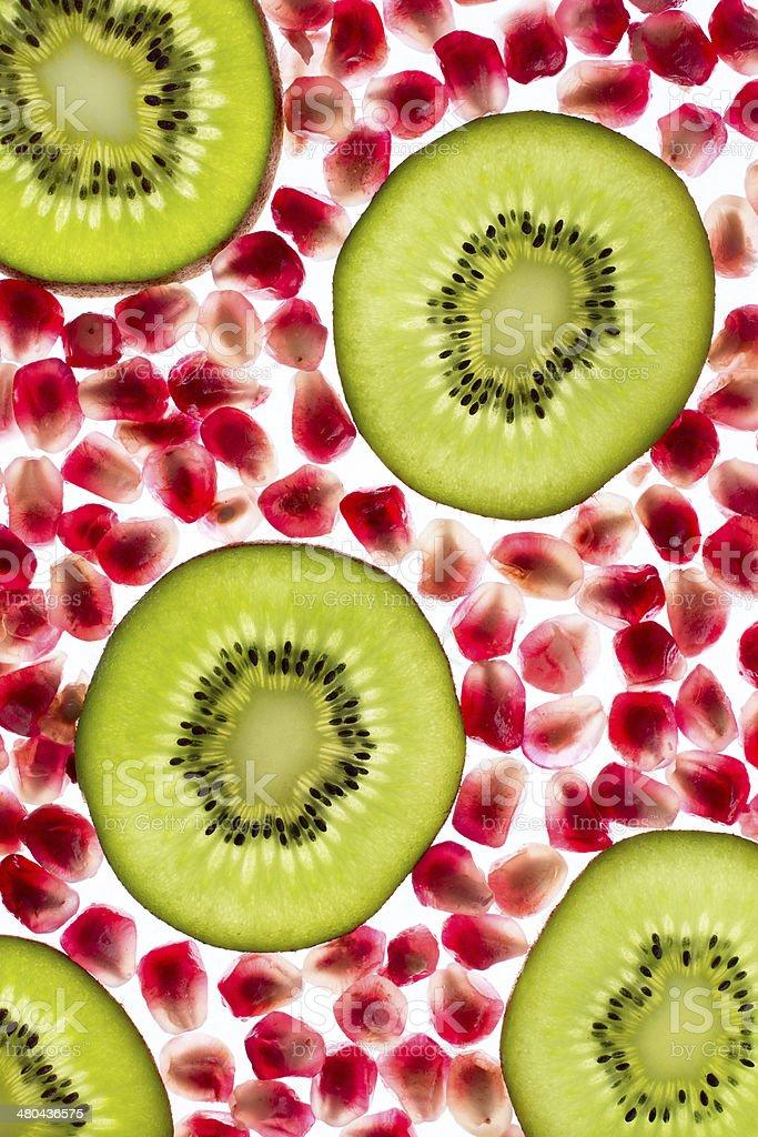 Kiwi mit Granatapfel stock photo