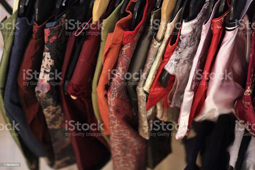 Kleiderstange mit asiatischen Kleidern, Kimonos royalty-free stock photo