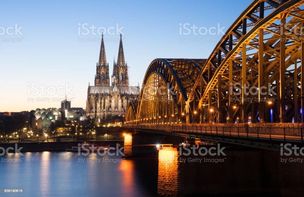 Kölner Dom mit Hohenzollernbrücke stock photo