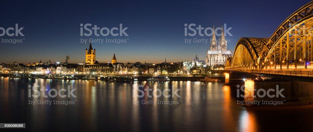 Kölner Dom und Hohenzollernbrücke stock photo