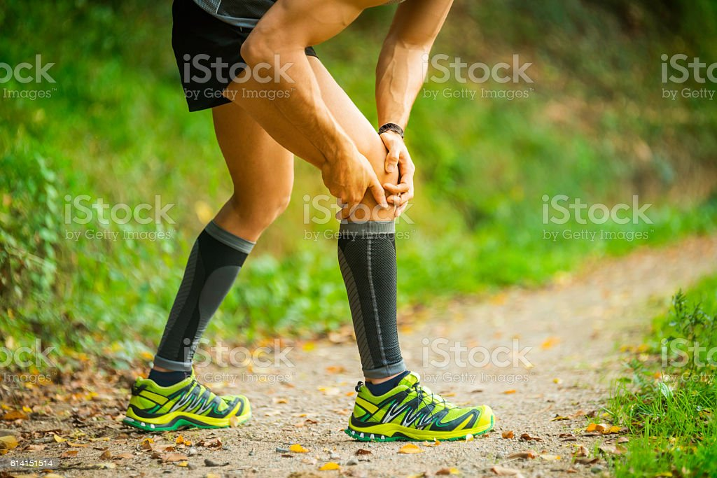 Dolor en la rodilla stock photo