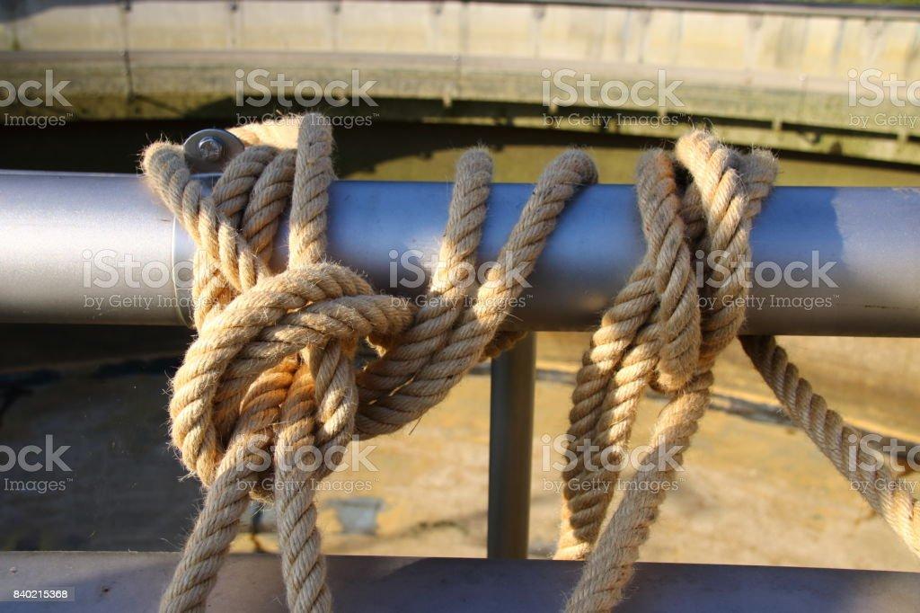 Knoten mit dicken Seilen stock photo