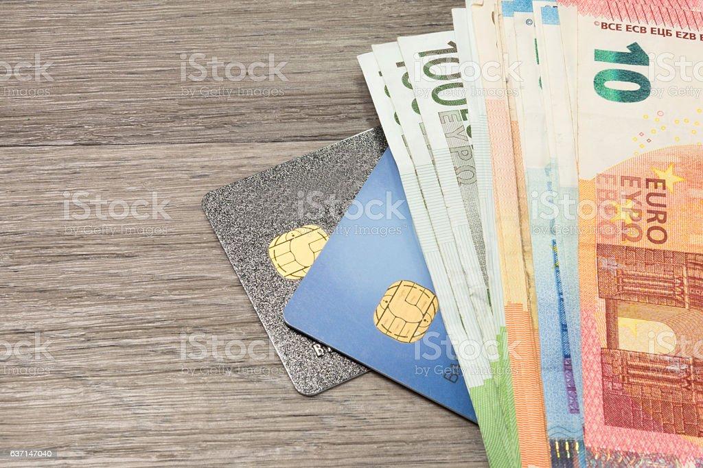 Kreditkarten und Geld stock photo