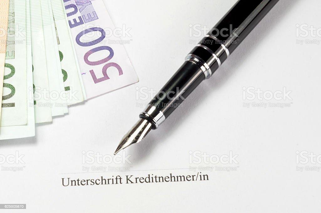 Kreditvertrag, Geld und ein Stift stock photo