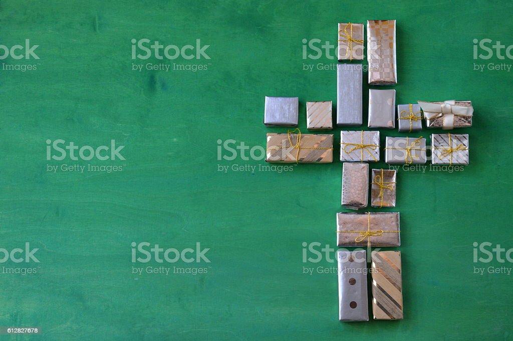 Kreuz aus vielen kleinen Geschenken stock photo